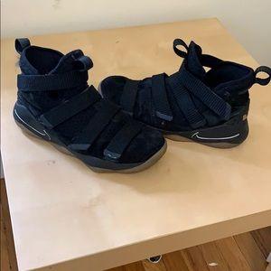 Nike Lebron Soldier 11 sneakers